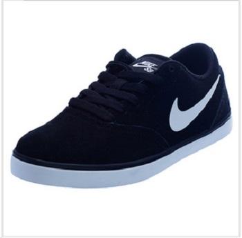 Nike 女款运动鞋 $69.00