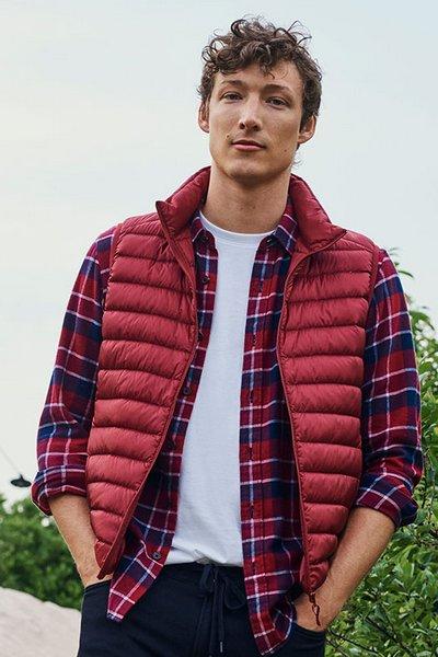 优衣库 Uniqlo Ultra Light Down Vest 超轻羽绒背心 男女多款 多色可选 直降20刀!