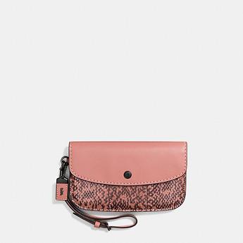 COACH  Clutch in Glovetanned 女款时尚粉色蛇皮手拿包 5折优惠!