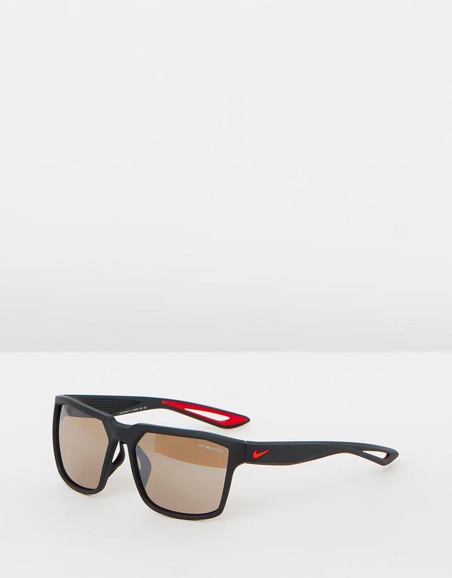 Nike NS30062 男款时尚黑色边框太阳镜 5折优惠!